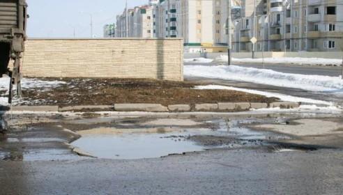 Огромная яма на дороге