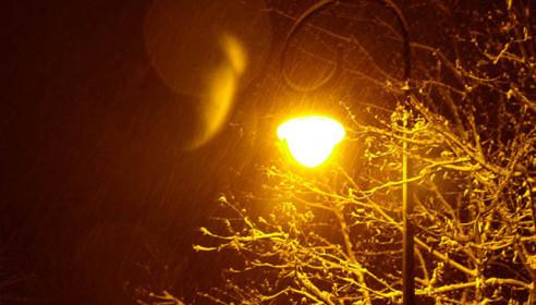 В микрорайоне Московский включили фонари