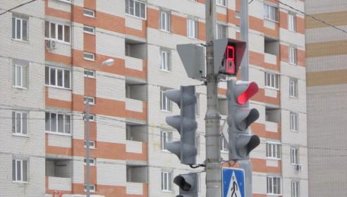 На улице Чичерина включили долгожданный светофор