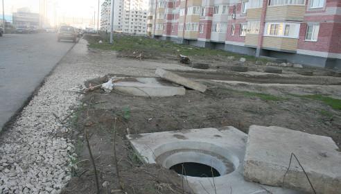 Открытые канализационные люки на Северо-Западной