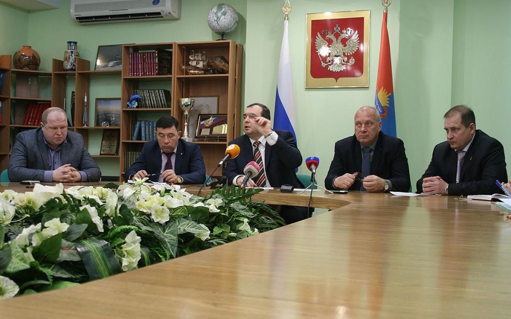Брифинг заместителя главы администрации области Игоря Кулакова «Об итогах работы ТЭК и ЖКХ в 2015 году и задачах на 2016 год»