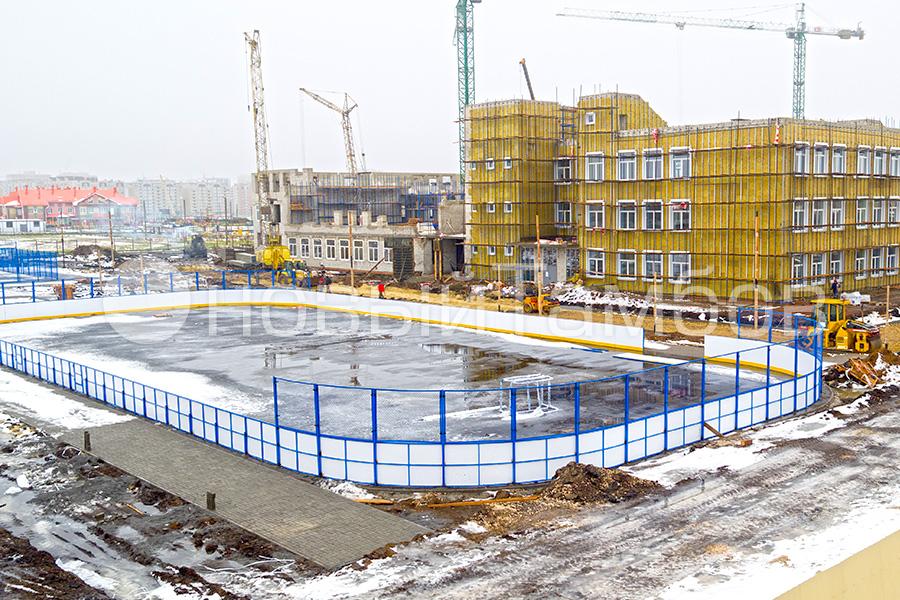 Хоккейная площадка у школы Сколково в Радужном. Фото Новый Тамбов.