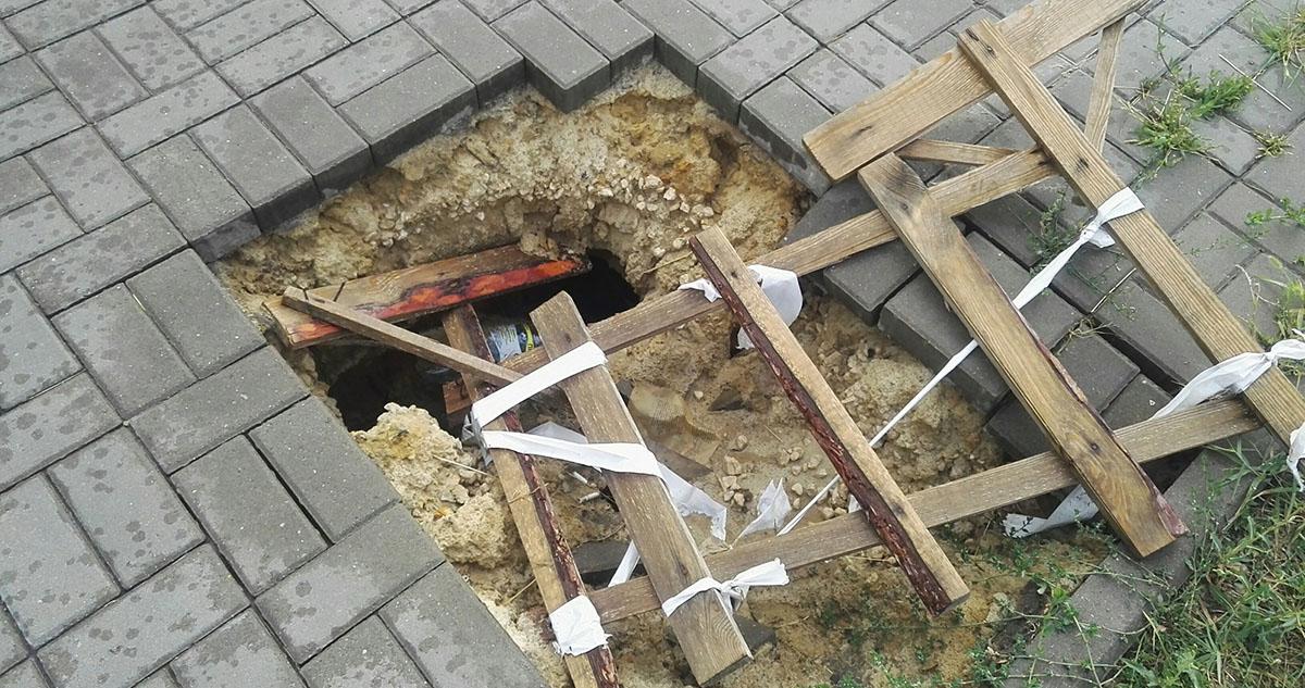 Провалившийся тротуар на Рылеева