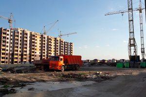 Стройплощадка будущей поликлиники в микрорайоне Уютный