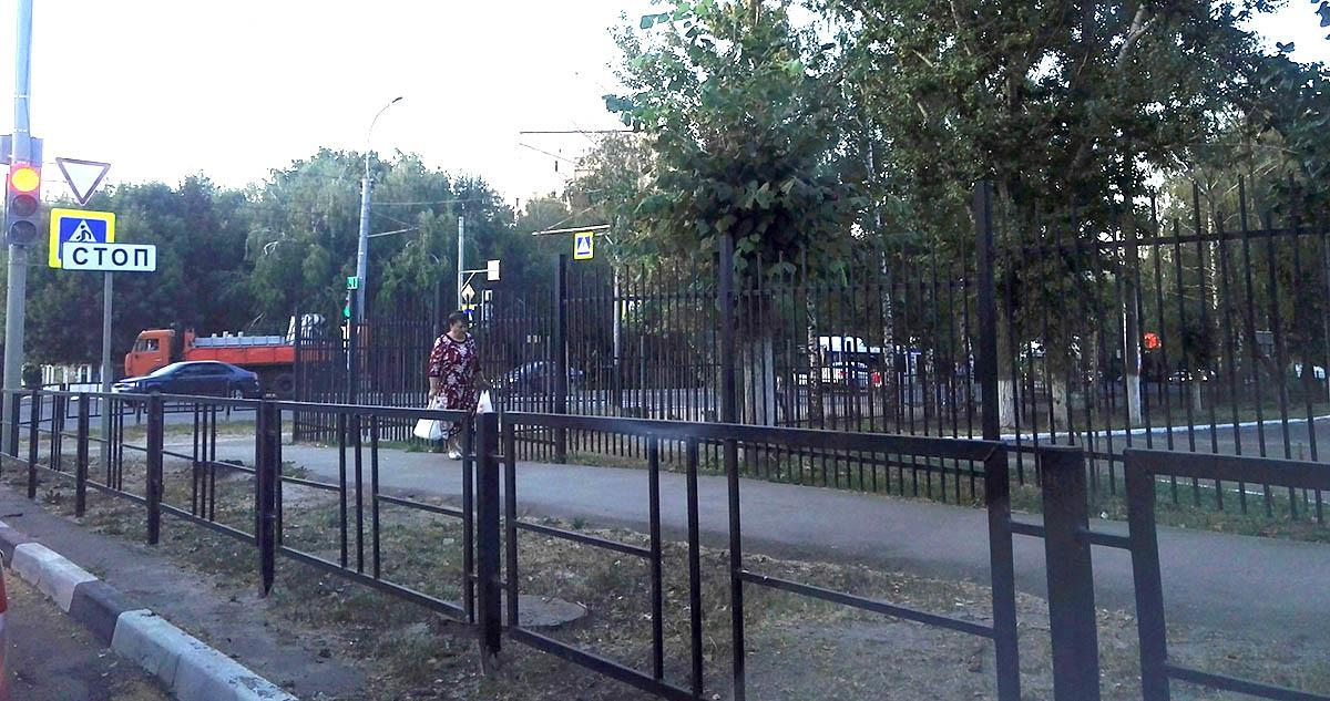 Ограждения на бульваре Энтузиастов