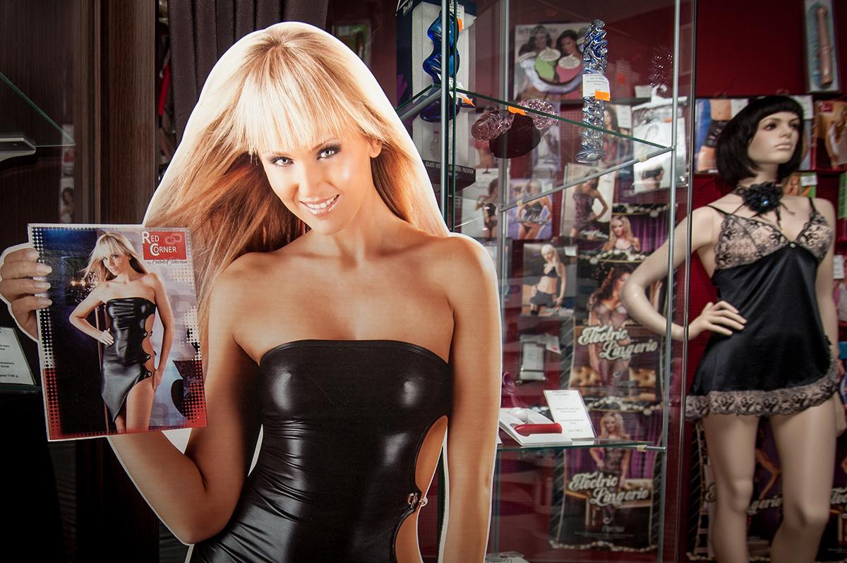 Товары из секс-шопа. Фото Алексея Сухорукова