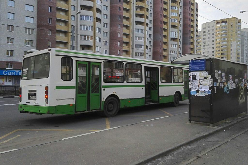 Общественный транспорт на Агапкина