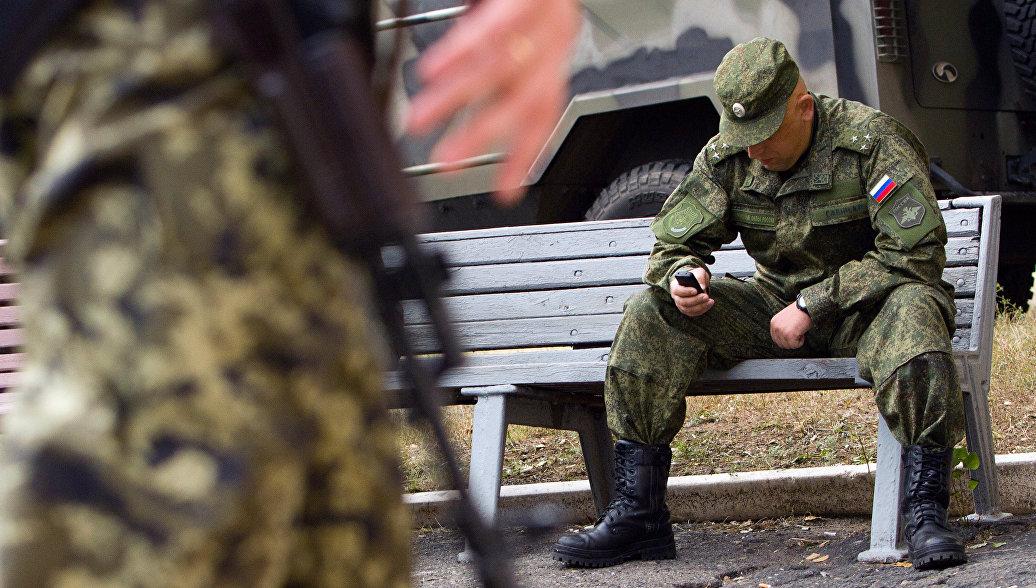 Военный с телефоном
