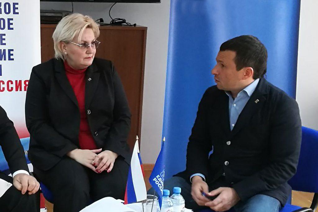 Первый замруководителя гордумы Марина Подгорнова и председатель гордумы Виктор Путинцев
