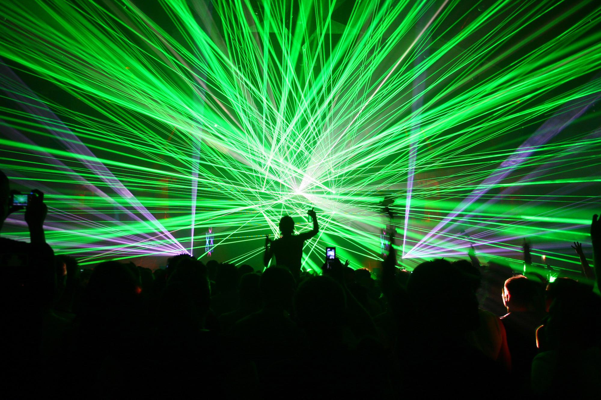 того, что как фотографировать лазеры в клубе целом