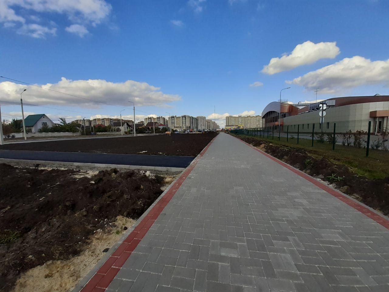 Пешеходные дорожки у Центра единоборств