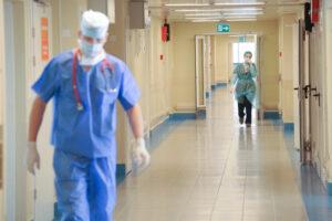 Больница, врачи