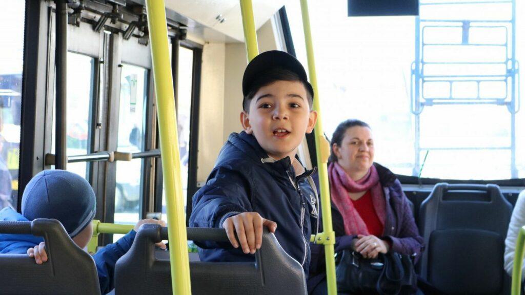 Дети в автобусе. Фото infosmi.net