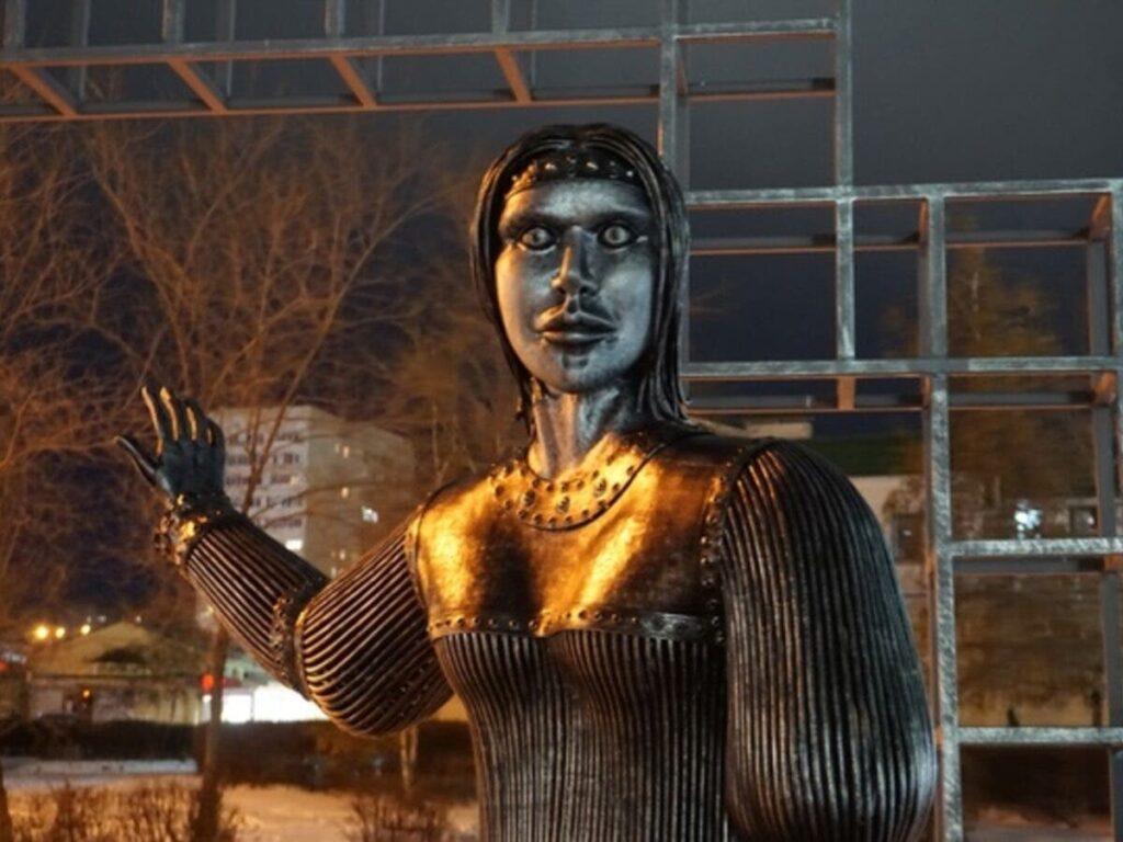 Памятник Алёнке