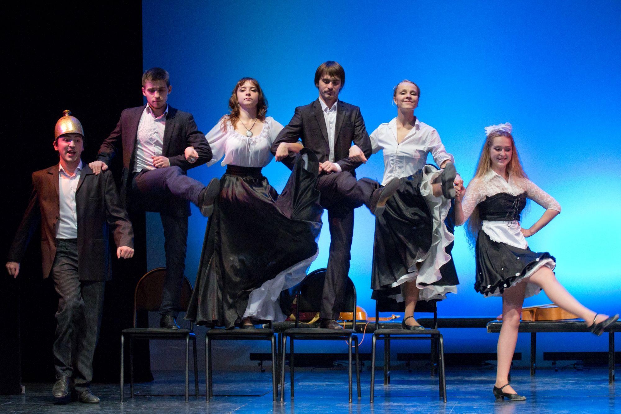 Студенты театрального вуза