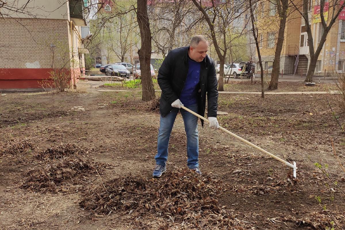 Максим Косенков на субботнике