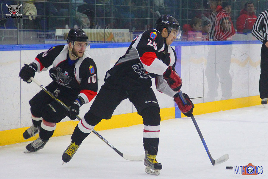 Илья Федосов (№10) и Максим Кузнецов (№25) вместе с Артемом Кузнецовым набрали 9 очков во втором матче