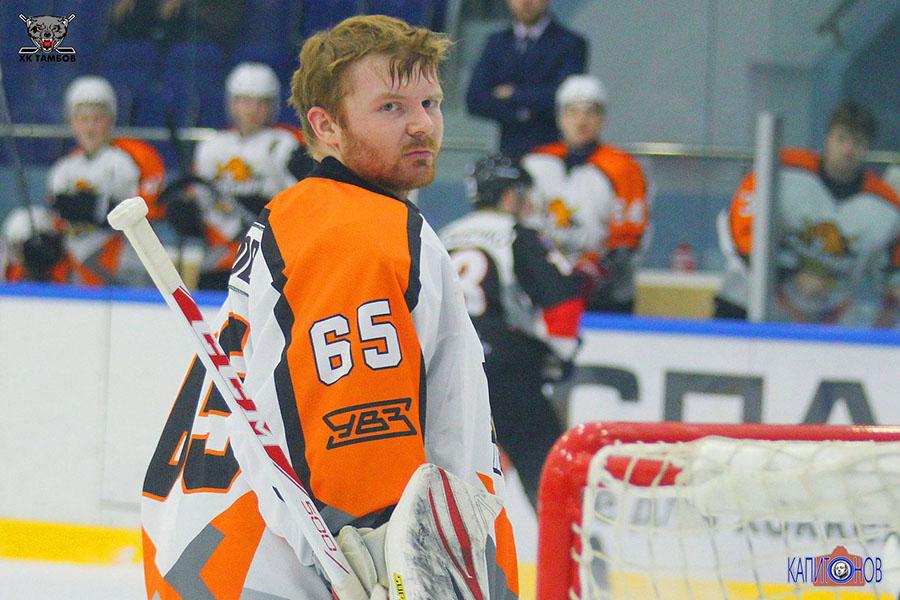 Действующий чемпион - Юрий Николов играл против действующих чемпионов.