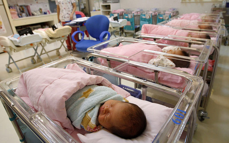 Дети в роддоме
