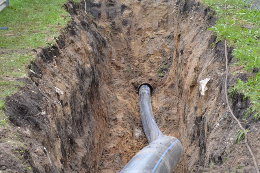 Замена трубопровода во дворе жилого дома бестраншейным способом
