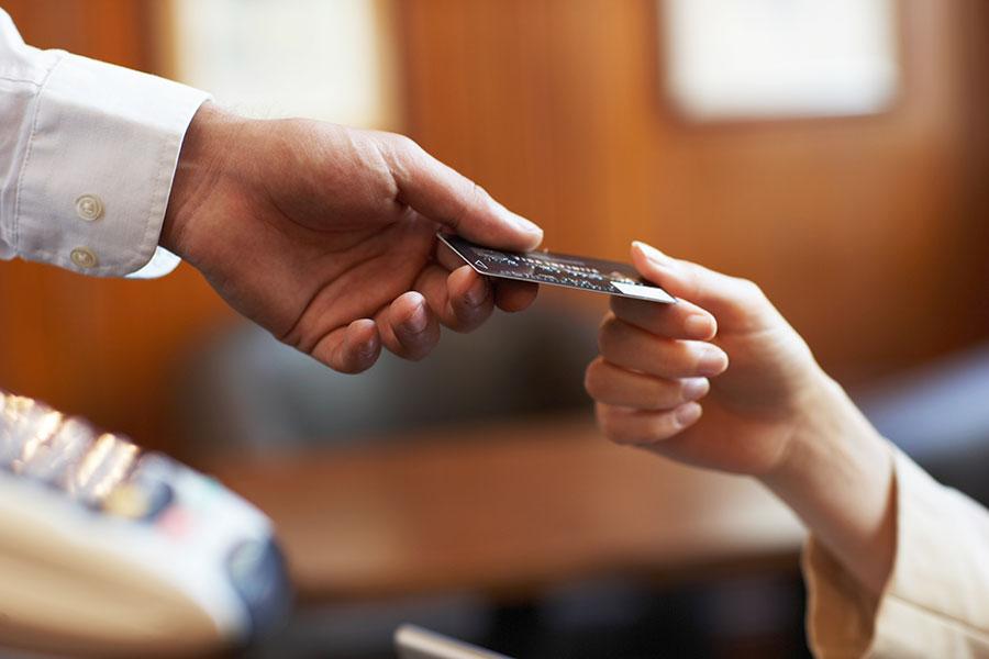 Кредитка — долговая яма? Нет — способ заработка!