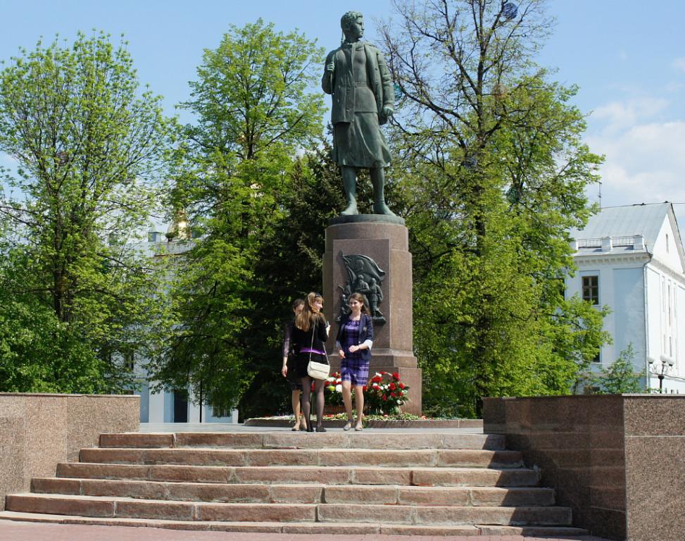 Памятник Зое. Фото Владимира Якимова