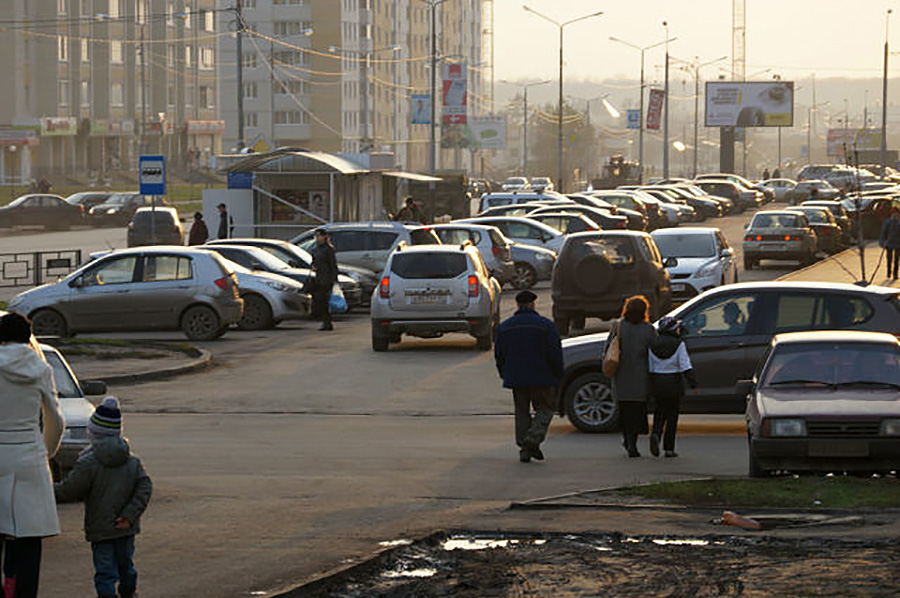 Парковка в Московском. Фото Владимира Якимова