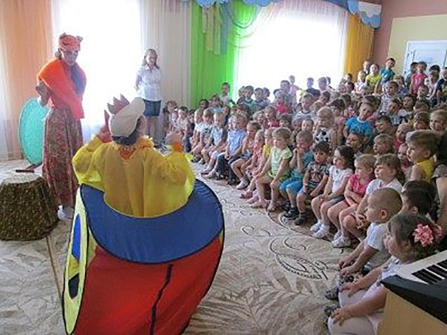 """Театральные представления в детском саду """"Умка"""""""