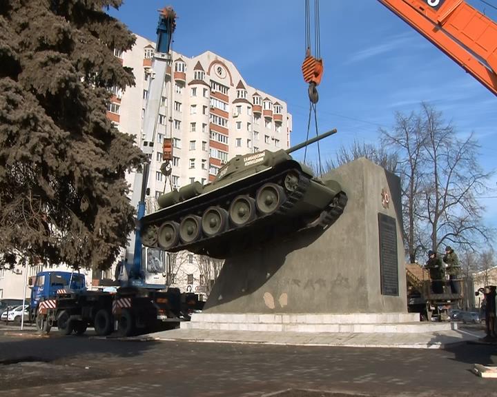 Танк сняли с постамента. Фото Lifetambov.ru