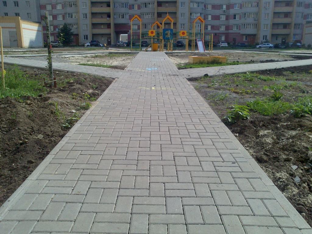 Тротуарная плитка на Ореховой, 9-11