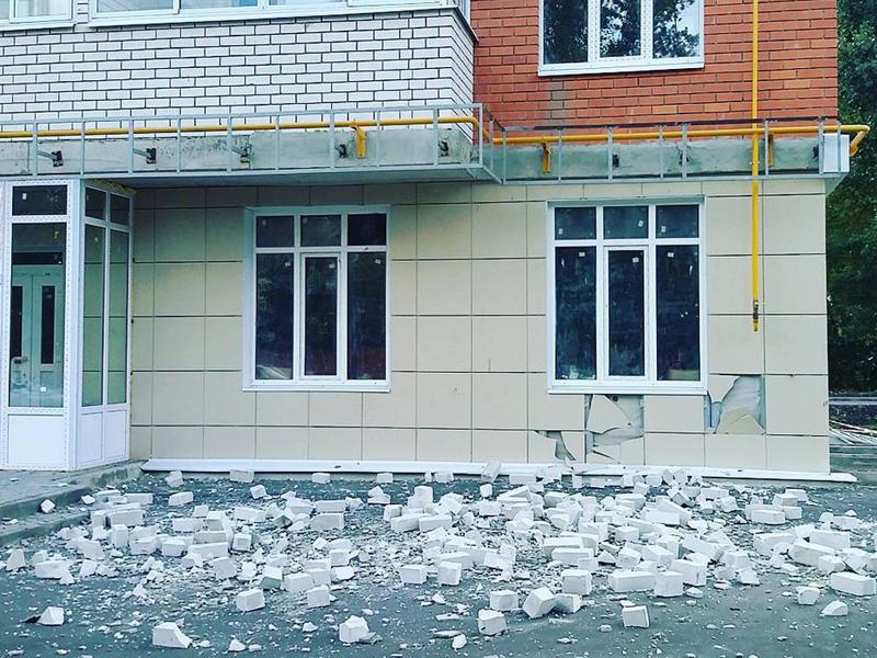 В новостройке на Карла Маркса рухнул балкон. Скриншот ВестиТамбов.