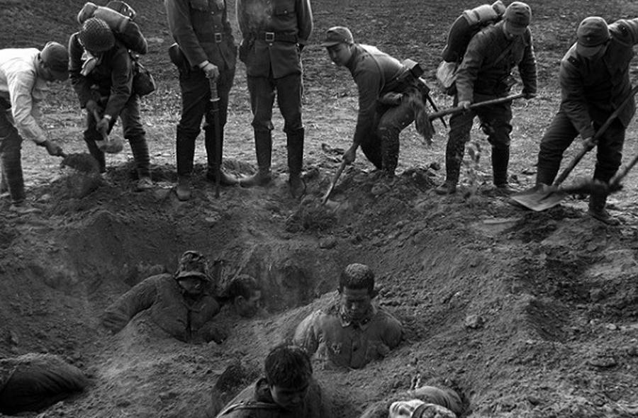 Японские солдаты заживо хоронят жителей Нанкина © russianpulse.ru