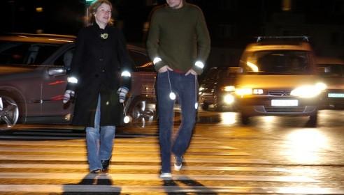 ГИБДД заставит пешеходов носить светоотражающие браслеты