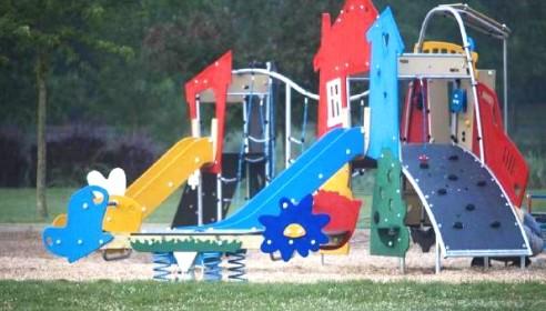 Обязаны ли управляющие компании благоустраивать детские площадки возле домов