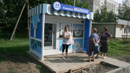 Автомат по продаже молока на улице Чичерина, 36