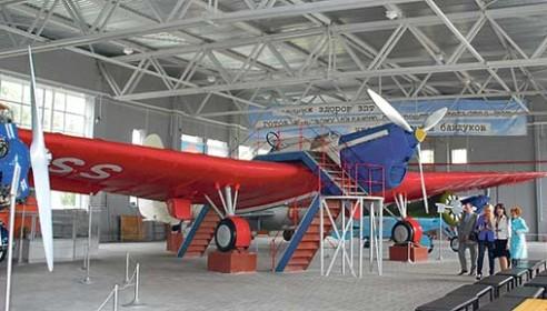 Легендарный АНТ-25 в ангаре музея Валерия Чкалова