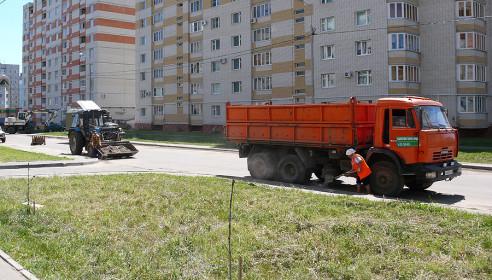 В Московском коммунальщики наводят порядок
