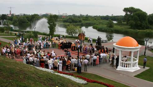 На Набережной Тамбова открыли памятник Петру и Февронии