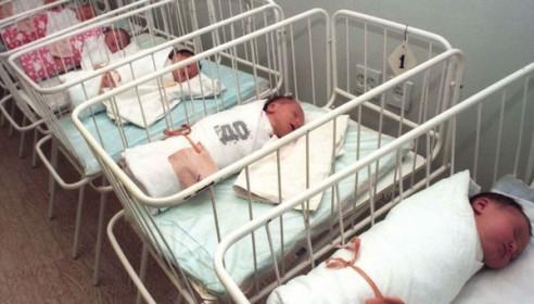 Тамбовчане стали меньше жениться и больше рожать