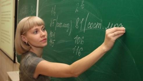 Путин требует до конца года увеличить зарплату учителям