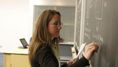 Тамбовским учителям поднимут зарплату до 16700 рублей