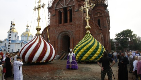 Вознесенский храм в Тамбове украсили разноцветными куполами