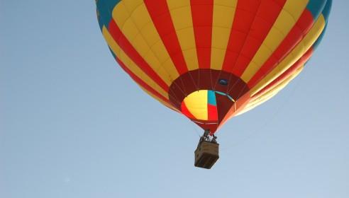 В Тамбове воздушный шар с людьми рухнул на землю во время полета