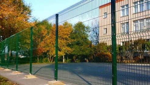 Прокуратура заставила директоров обнести тамбовские школы забором
