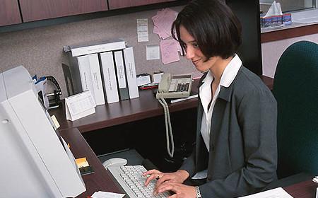 Мнения россиян по поводу введения электронных трудовых книжек разделились