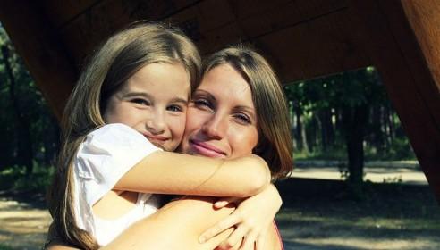 Погибшие 11-летняя Арина со своей мамой