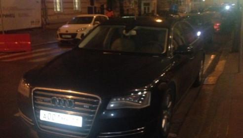 Активисты «Синих ведерок» считают, что на этом автомобиле ездит Олег Бетин