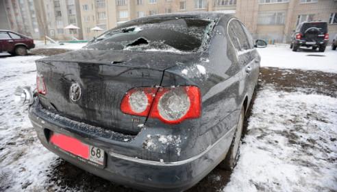 Фото Onlinetambov.ru/ Разбитая авто депутата Пчелинцева