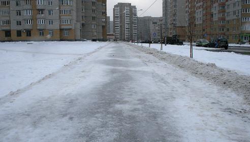 Тротуары на улице Победы очистили от снега