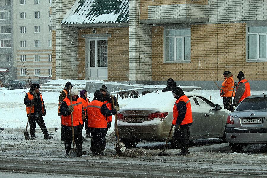 Уборка снега на улице Победы